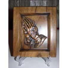 Барельєф «Моляться руки» (горіх)
